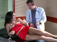 Prostitute Ariella Ferrera gets soapy & dirty with the doctor in the tub