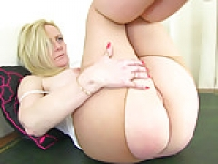 English sexually available mom Fiona rubs her pantyhosed cunny