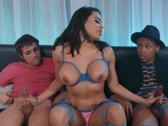 Buxom Luna Star serving two studs at the same time for cash