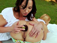 Alysa And Isabella Having A Kinky Anal Picnic