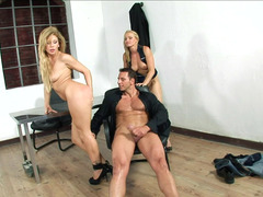 A eager mom is with a 18-19 y.o., guiding a love pole inside her in a 3some
