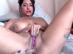 Horny Love bubbles Kitten Rubbing Pussy - more on cambrazzers.com