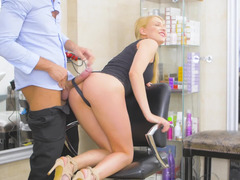Spontaneous anal sex in the workplace of hairdresser