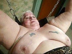 Susie taking a sizeable phallus