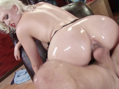 Exceptional mistress demonstrates high rank of sexual servicing