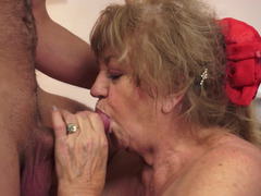 Experienced girl knows how to make her fella satisfied