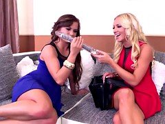 Luxury bitches Bella Baby & Kiara Lord Double Sextoy lesbo