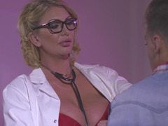 Doctor Leigh Darby bangs the youthful patient until he cums