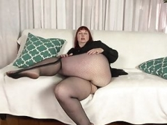 Usa milf Scarlett shows us her nyloned wide hips & even more