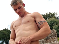 solo muscle stud working out before jerking