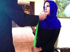 Attractive Arab Maid Apolonia Blows Bigcocked Boss