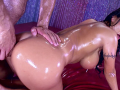 Asian pornstar with oiled shapes fucks like the last time