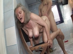 Insolent sex with granny in the bathroom