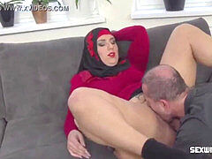 arabian female Learning to play with a fuck-fest machine