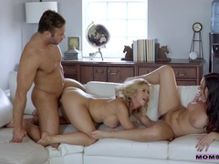 Stepmom Squirts On Horny Teen - S5:E5