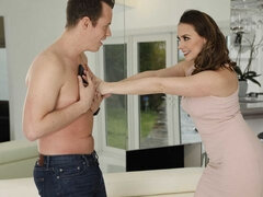 Chanel Preston shows her son's friend how to get a good online pic