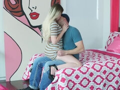 Nikki Snow makes her boy toy cum with a bj & cock ride in the voyeur house