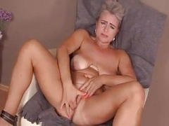 Lina Peters finger her beefy fuck hole 2