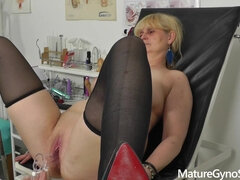 Mature Gyno fetish video with hot mommy Berrenica