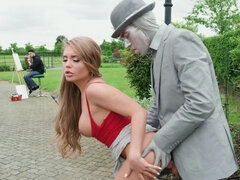 Easygoing blonde slut gets pounded in the public park