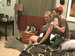 9082105 stepmom catches son-in-law stroking
