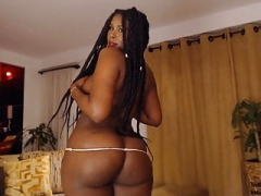 Erotically attractive Black Sexqueen Has Big Round Butt