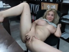 Flashing Blonde Kitten Lenas Highway Self-satisfaction And also Public