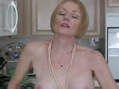 Non-professional GILF Needs To Suck Dick