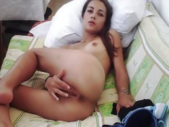Babe masturbating (Romania - Webcam) !