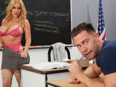 Savannah Bond gives Kinky incentive to her student