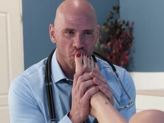 Short haired minx gets her sexy feet cumsprayed after servicing doctor's pecker