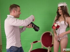 Disappointed bride Evelina Darling's shaved pussy fucked by photographer GP961
