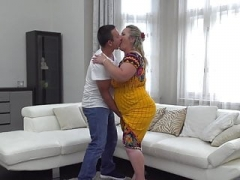Large mature mother gets pussy attack from son