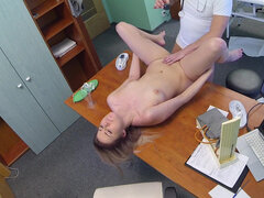 Sultry blonde Lee Anne passes blowjob exam