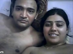 Bangla Tumpa Bhabhi Getting down and dirty with Dewar