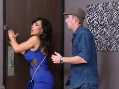 Lisa Ann laid by a bulky fuck pole from a slender guy