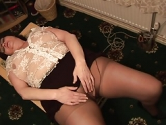Grown-up Adult bbw in short skirt rips her black pantyhose