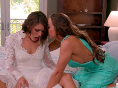Squirter Bride heads lesbian With BFF