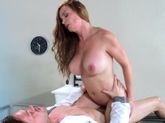 A bigtitted doctor heals her patient with a blow job in the exam room