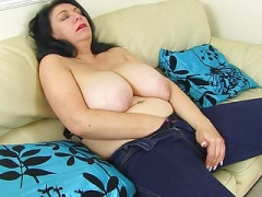 English mom i`d like to fuck Sabrina lets you adore her hungry fanny