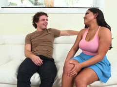 Curvy Julz Gotti ge her hairy bush fucked on cam & gulp down the jizz
