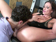 sport cougar Sky Taylor opens her hatch for cum
