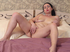 Leyla Lynn finger banging her cock craving bald fuck hole
