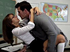 Teacher has an intercourse his student during a lecture
