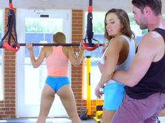 A duo smoking hot sportswomen perform threesome in the gym