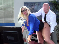 A huge tooshie milf is getting her sexy tooshie worshiped on the desk