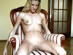 Anal, Blondine, Give finger, Knytnæve, Piercing, Mager, Bryster