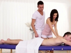 Bi dude jizzes on masseur