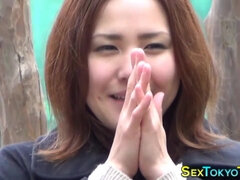 japanese young babe shows snatch