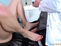 Doctor Adventures (Brazzers): Doctor Feet Fucker